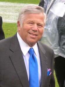 359px-Robert_Kraft_at_Patriots_at_Raiders_12-14-08